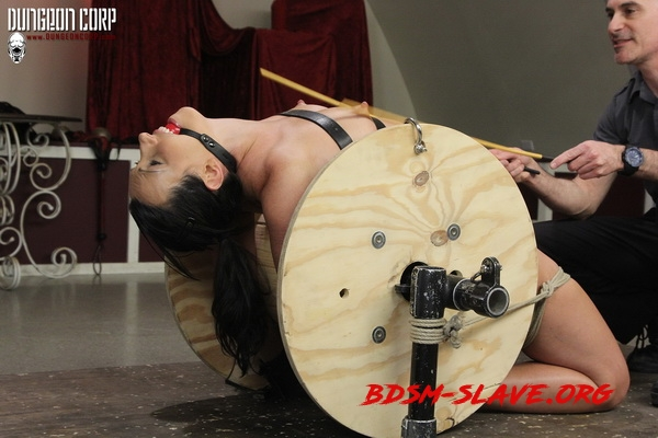 Cumming on the Spool Actress - Wenona Slave (Strict Restraint) [HD/2020]